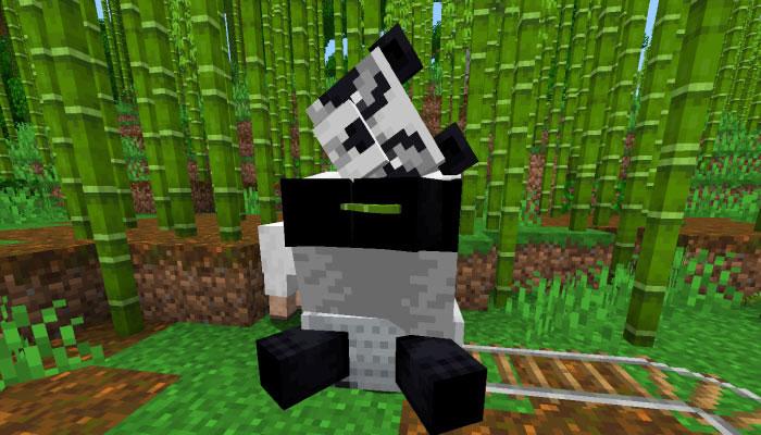 トロッコに乗ったパンダ